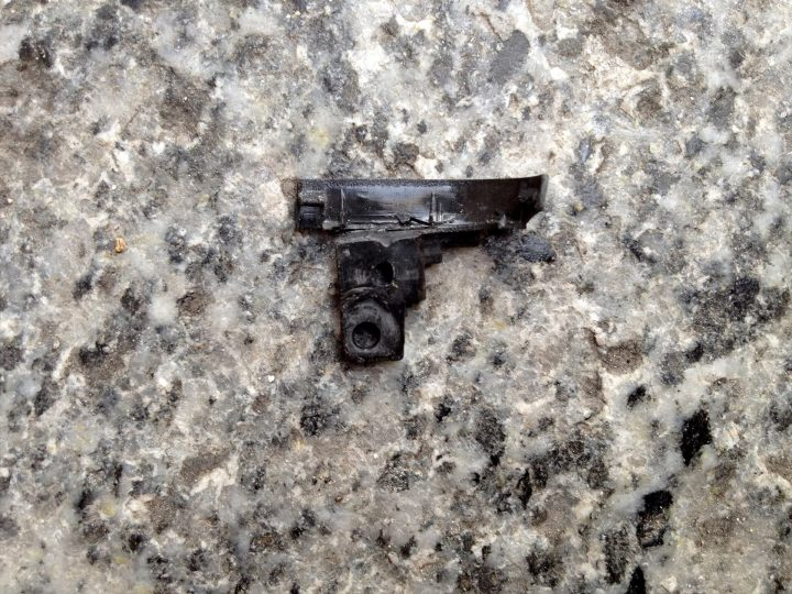Pistola (2013)