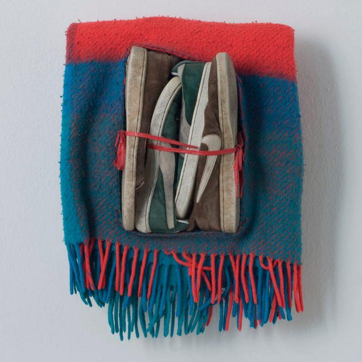 Stringimi forte (2007) Tecnica mista – 40 x 53 x 21 cm